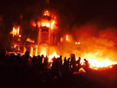 #Kyiv's Trade Unions Building, which served as HQ for #Euromaidan protesters, goes up in flames - nycjim