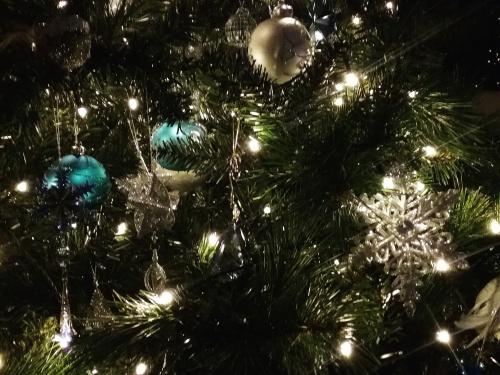 christmas-tree-canberra-australia-sonya-heaney-15th-16th-december-2016-christmas-lights-christmas-decorations-night