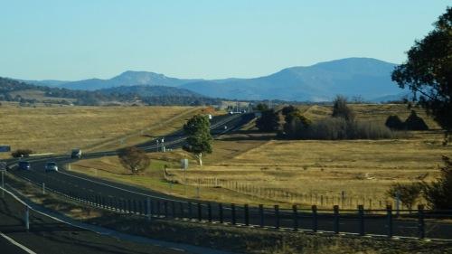 winter-queanbeyan-to-canberra-australia-5th-june-2015-sonya-heaney-oksana-heaney-brindabella-ranges-travel-road-state-border